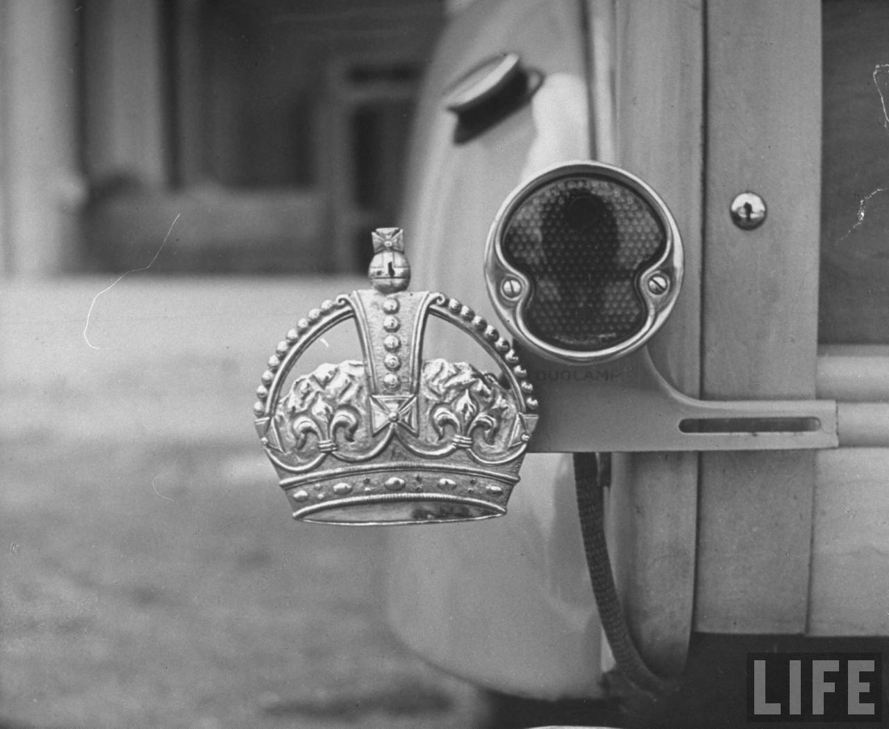 The Duke of Windsor had no license plate, only a royal crown emblem.  circa 1941