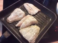 25.3.16 - Rotbarsch,Süßkartoffelpürree,Salat,Petersiliensoße (4)