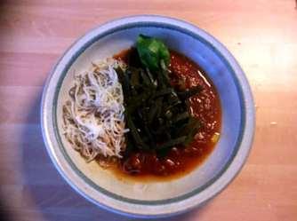 2.4.16 - Meeresspaghetti,Reisnudeln,Tomatensauce.Salat (12)