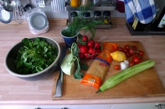 23.5.16 - Kamut-Spaghetti,Tomatensoße,Salate,vegan (4)
