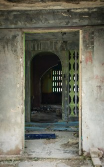 abandoned building doorway majuro marshall islands, sv cavalo
