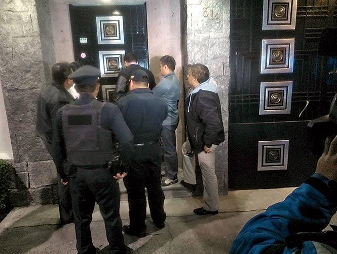 Policías capitalinos fueron desplegados en la calle Patricio Sanz, colonia Del Valle, para tratar de dar con los presuntos delincuentes.