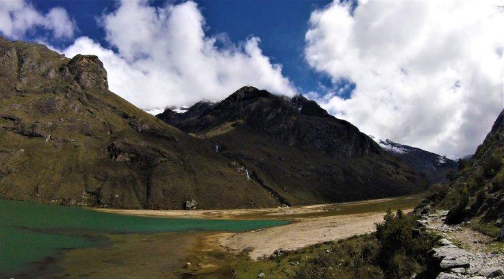 Laguna Jatunocha on the Santa Cruz Trek