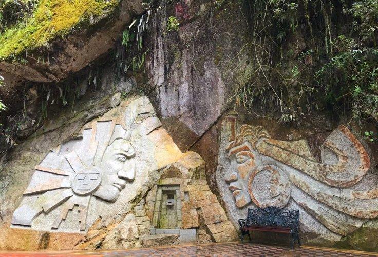 Rock carvings in Aguas Caliente