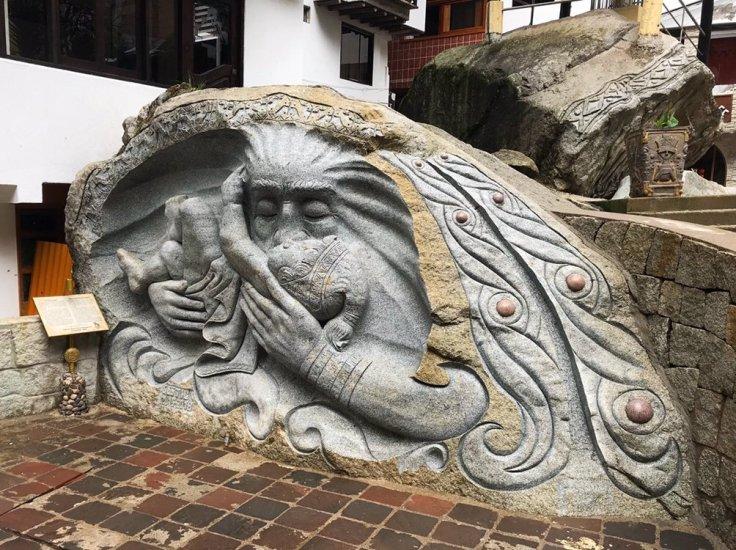 Stone carving in Aguas Caliente