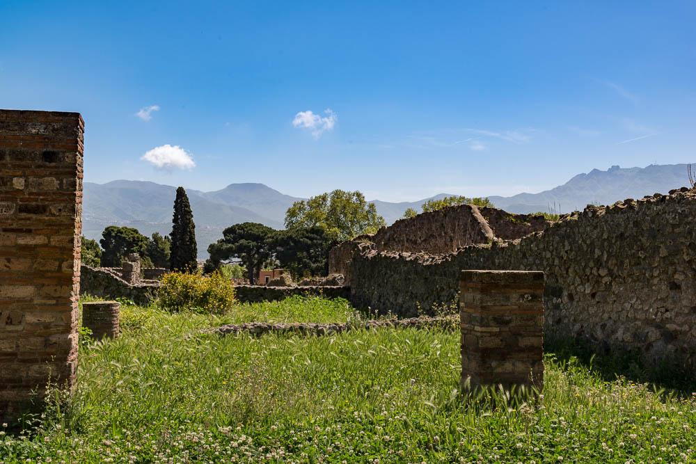 Following the sky Italy Pompeii travel-4