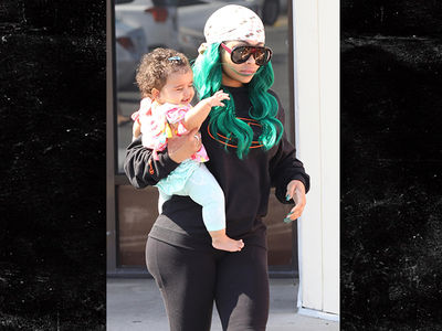 0708-blac-chyna-getting-nails-done-backgrid-2-400x300 Entertainment Gists Foreign General News Relationships