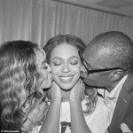 Beyonce Posing With Her Father Matthew And Mom Tina Knowles At Her At Final OTR2 Show