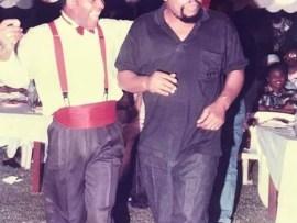 Epic throwback photo of Sir Shina Peters performing at the wedding of Odumegwu Ojukwu and Bianca 24-years ago