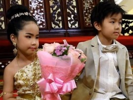 Six-year-old?twins get married in a lavish?Buddhist ceremony because their parents believe