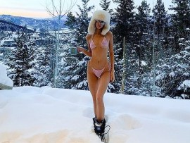 Kendall Jenner strips down to her bikini in the snow during Aspen ski getaway (photos)