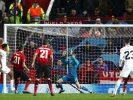 Presnel Kimpembe scores for PSG against Manchester United