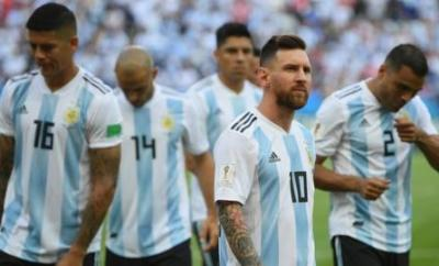 Argentina captain Lionel Messi and team-mates wait on the pitch before their 2018 World Cup last-16 match against France