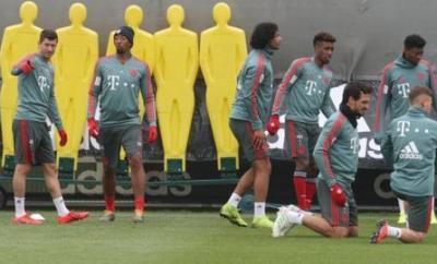 Robert Lewandowski, Jerome Boateng, Joshua Zirkzee, Kingsley Coman, Mats Hummels, David Alaba and Joshua Kimmich in Bayern Munich training