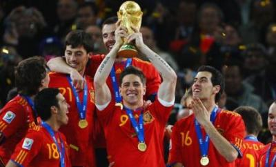 Fernando Torres holds the World Cup