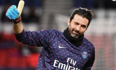 Gianluigi Buffon playing for Paris St-Germain