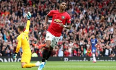 Marcus Rashford scores for Manchester United
