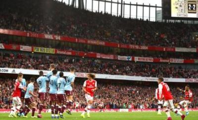 Pierre-Emerick Aubameyang scores a free-kick for Arsenal against Aston Villa
