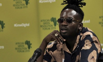 Mr Eazi lists some of his accomplishments after a Twitter user called him a gold digger