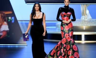 "Kim Kardashian and Kendall Jenner mocked by audience at the Emmys as they talk about being ""real"" people while presenting award (vidoe)"