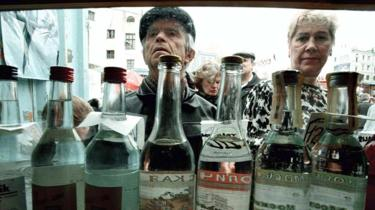 People browse for vodka in a street kiosk in Moscow, 1997