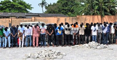 EFCC arrests 94 suspected internet fraudsters at Osogbo nightclub, many cars seized (Photos/video)