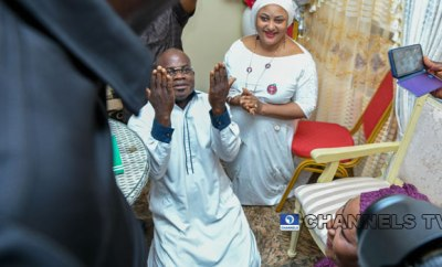 Governor Yahaya Bello and wife go on their knees to thank God after INEC declared him winner of governorship election in Kogi (photo)