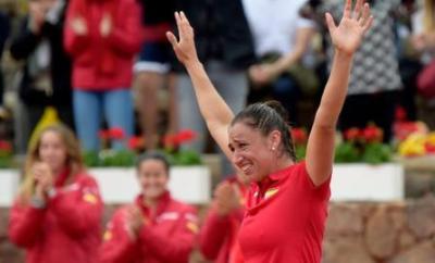 Sara Sorribes Tormo celebrates her victory over Naomi Osaka