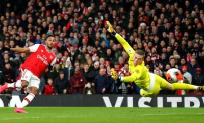 Pierre-Emerick Aubameyang scores for Arsenal