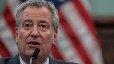 Image shows New York Mayor Bill de Blasio