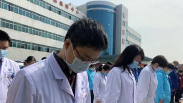 Medics in Wuhan mourn those who have died from coronavirus in China