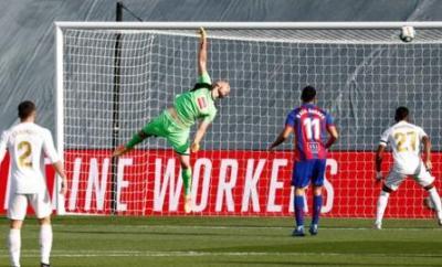 Toni Kroos scores the opening goal
