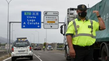 A Spanish Civil Guard controls a checkpoint on the highway between the regions of Galicia and Asturias in Ribadeo on July 6, 2020