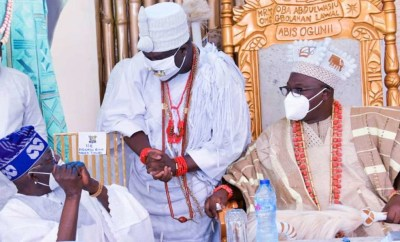 FFK berates Tinubu for failing to stand up to greet Ooni of Ife at a function (video)