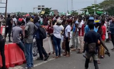 Army denies shooting #EndSARS protesters at Lekki tollgate; says Lagos state govt invited its officers to help enforce curfew