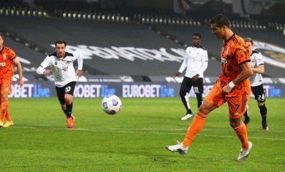 Cristiano Ronaldo (right)