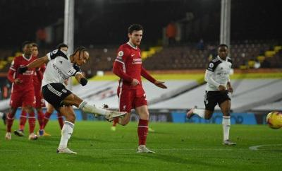 Bobby Decordova-Reid scores for Fulham against Liverpool