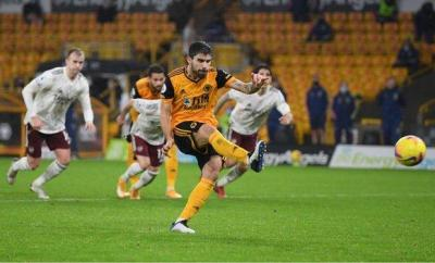 Ruben Neves scores Wolves' penalty against Arsenal