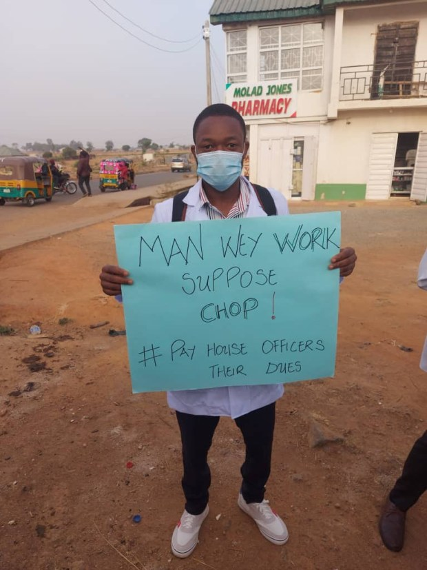 House officers at the Jos Teaching Hospital stage protest on the street over three months unpaid salaries (photos/video)
