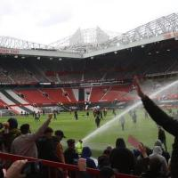 Manchester United v Liverpool: Kick-off Delayed After Fans Protest On Old Trafford Pitch