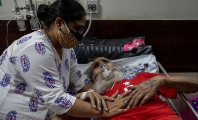 A father and daughter at a hospital in Delhi