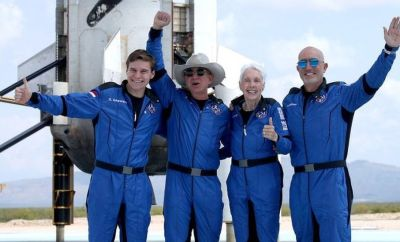 Bezos and the Blue Origin on the launchpad