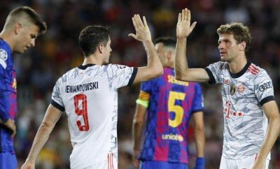 Thomas Muller (right) celebrates his goal for Bayern Munich at Barcelona