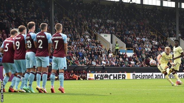 Martin Odegaard, free-kick, Burnley, Arsenal