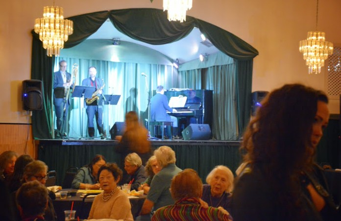 Marc Capelle and friends played live jazz.