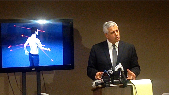 Attorney Arnoldo Casillas revealing the results of the independent autopsy in April 2015. Photo via justice4amilcar.org