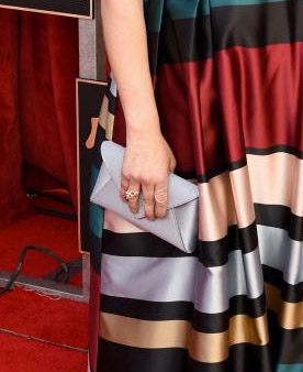 mayim-bialik-clutch-styling-sag-awards-4chion-lifestyle