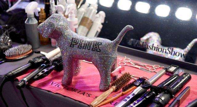 fashion-show-hair-makeup-2017-backstage-pink-victorias-secret 4chion lifestyle