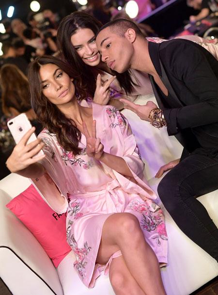 fashion-show-hair-makeup-2017-lily-adraina-balmain-oliver-rousteing-selfie-victorias-secret 4chion lifestyle