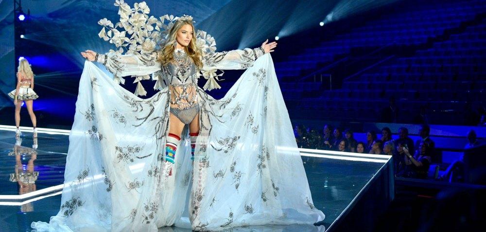 fashion-show-runway-2017-a-winters-tale-martha-look-12-detail-victorias-secret 4chion lifestyle
